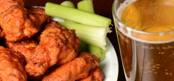 Mondays Nights: Wings 'N Things